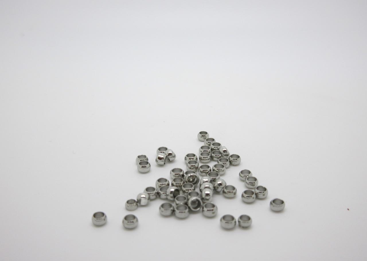 Bloccare le perle di una collana: schiaccini e coprischiaccini
